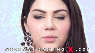 La italiana Valentina Nappi follada en tres arcos en el casting de Woodman
