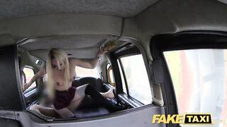 Taxista follada duro a un estudiante en uniforme anal en uniforme de estudiante