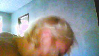 Prostituta madura de pelo corto da mamada