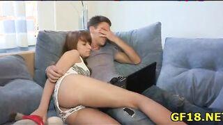 Sexwife rusa folla con un amigo delante de un joven esposo